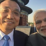 Li Keqiang and Narendra Modi take a selfie during their meeting