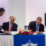 Head of the Suez Canal Authority, Mohab Mamish, and SCCT managing director, Klaus Holm Laursen, at the signing ceremony
