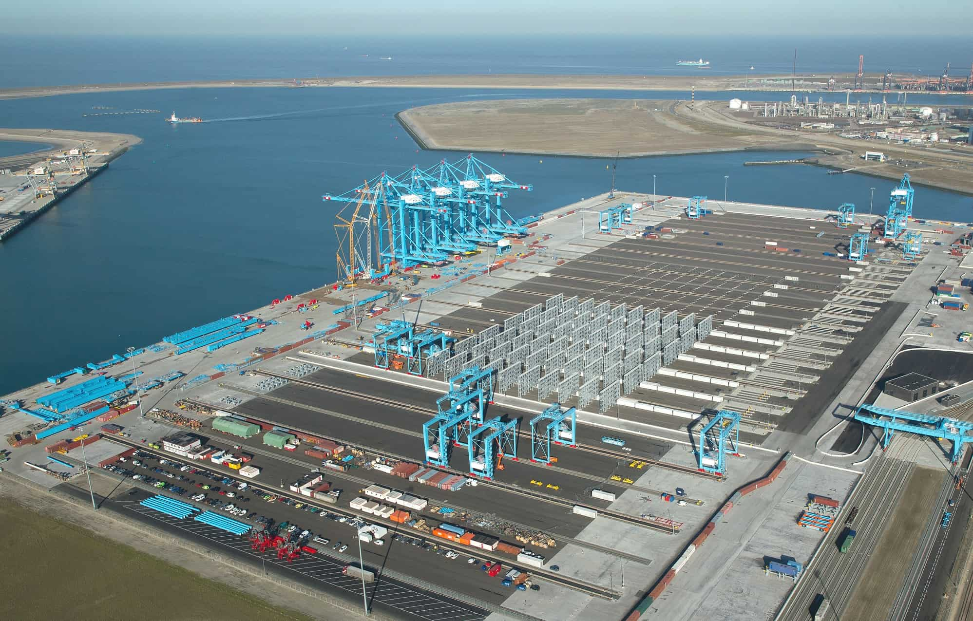 Rotterdam's port workers go on strike