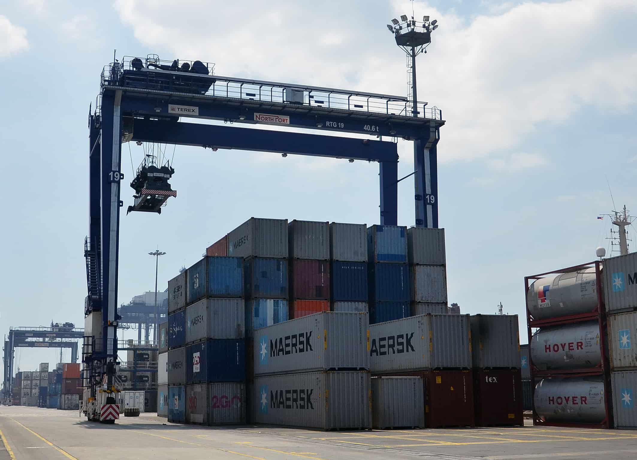 Liebherr Rail Mounted Gantry Crane : Psa orders terex equipment for new indian terminal