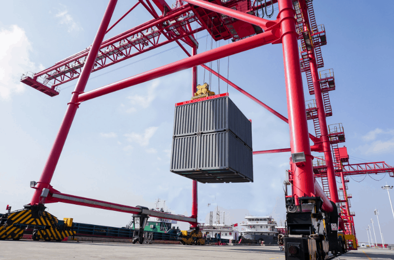 New container lifting system developed