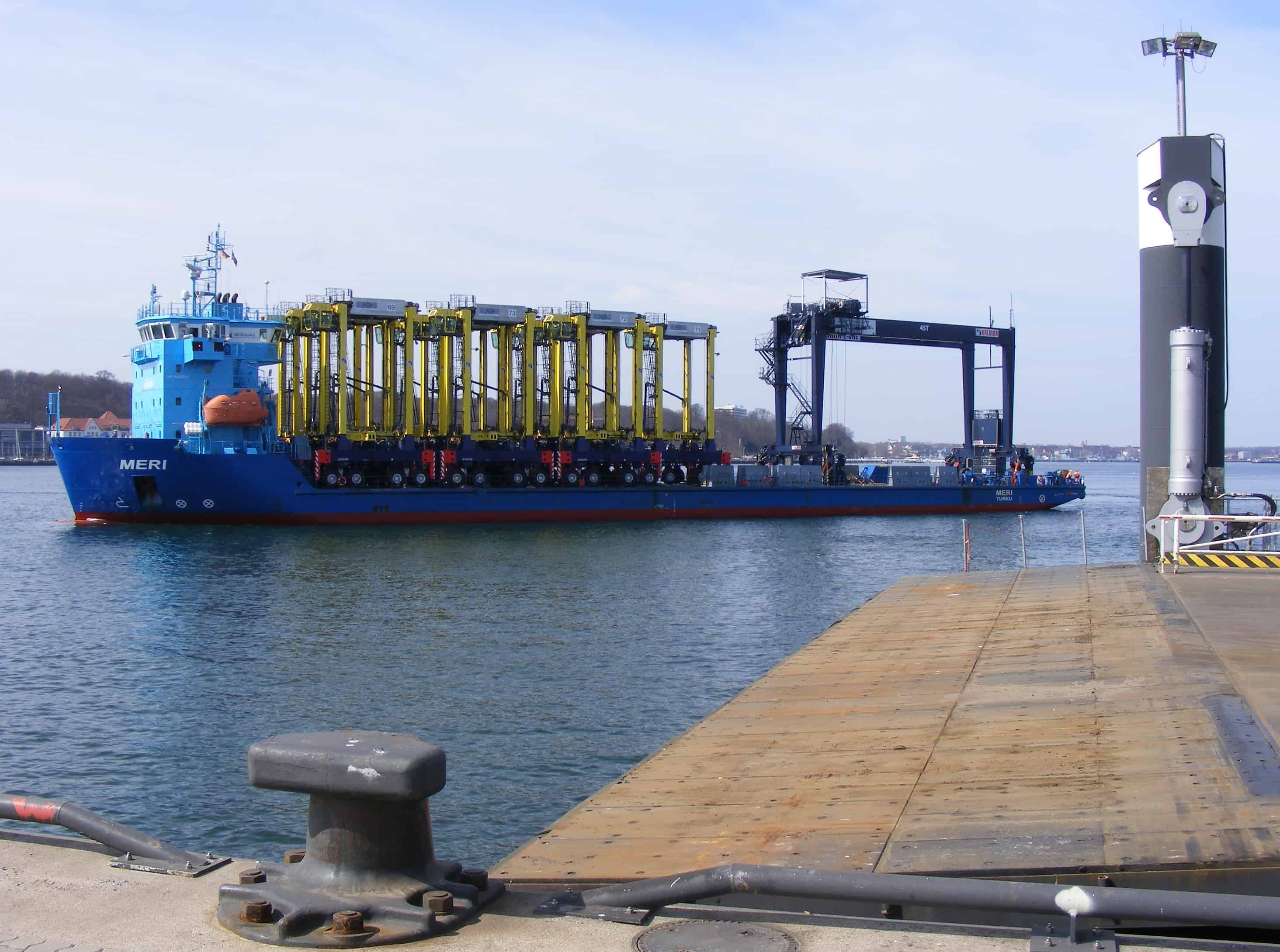 Kiel's intermodal RTG arrives