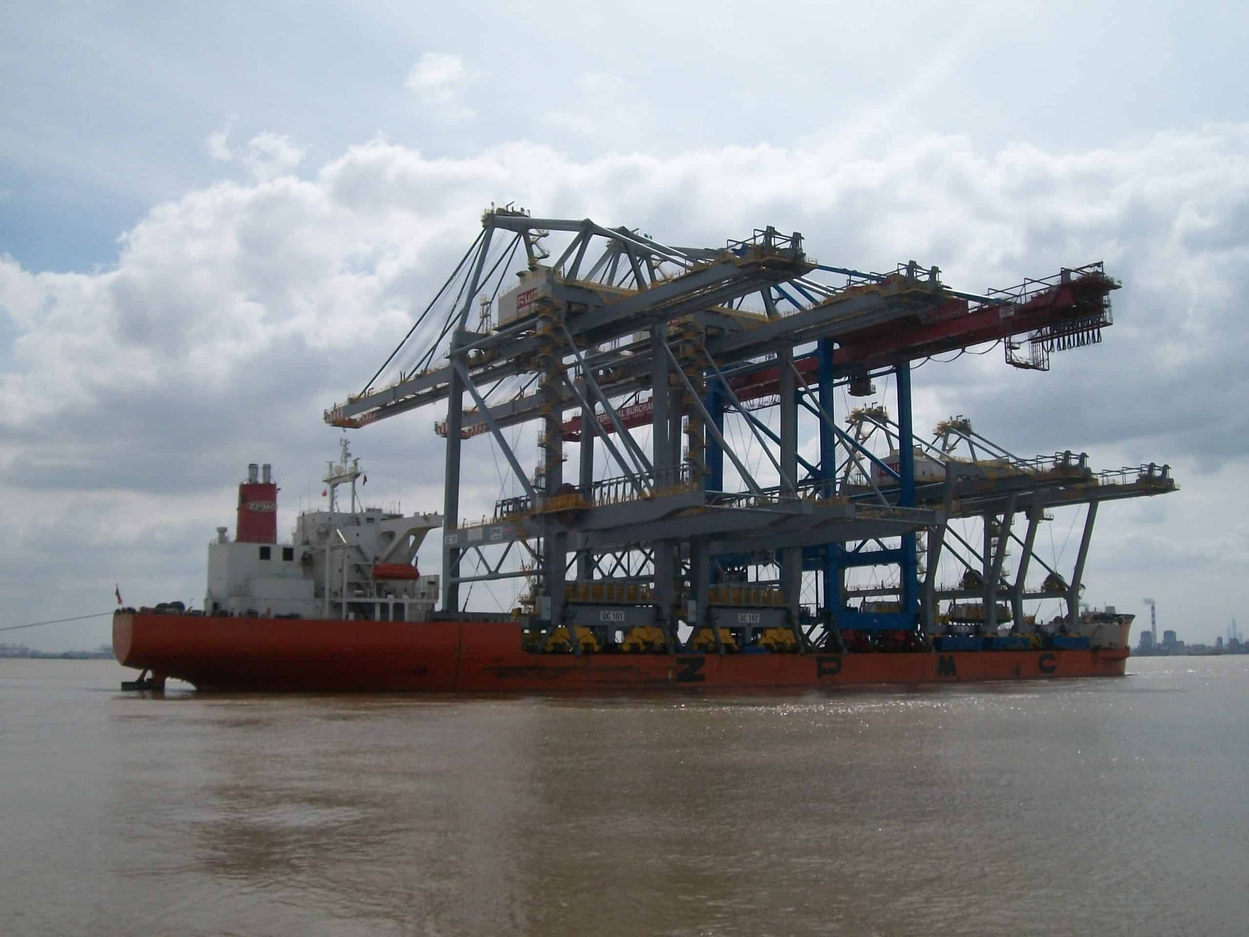 Discount tariffs and delayed cranes at Rotterdam