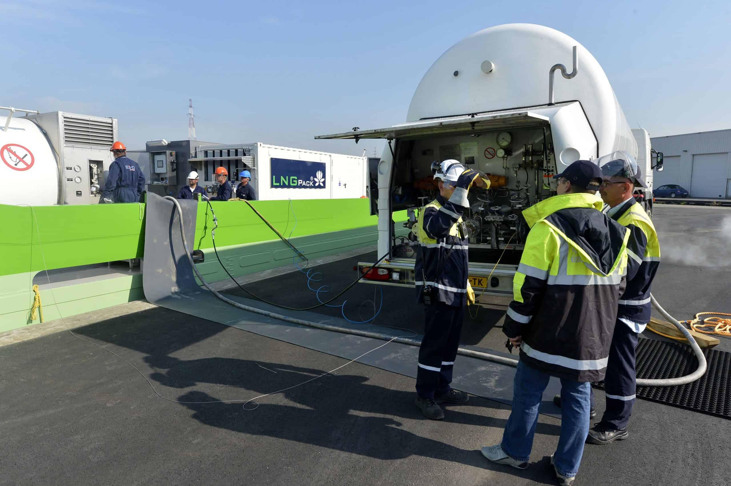 Antwerp issues tender for LNG bunkering station