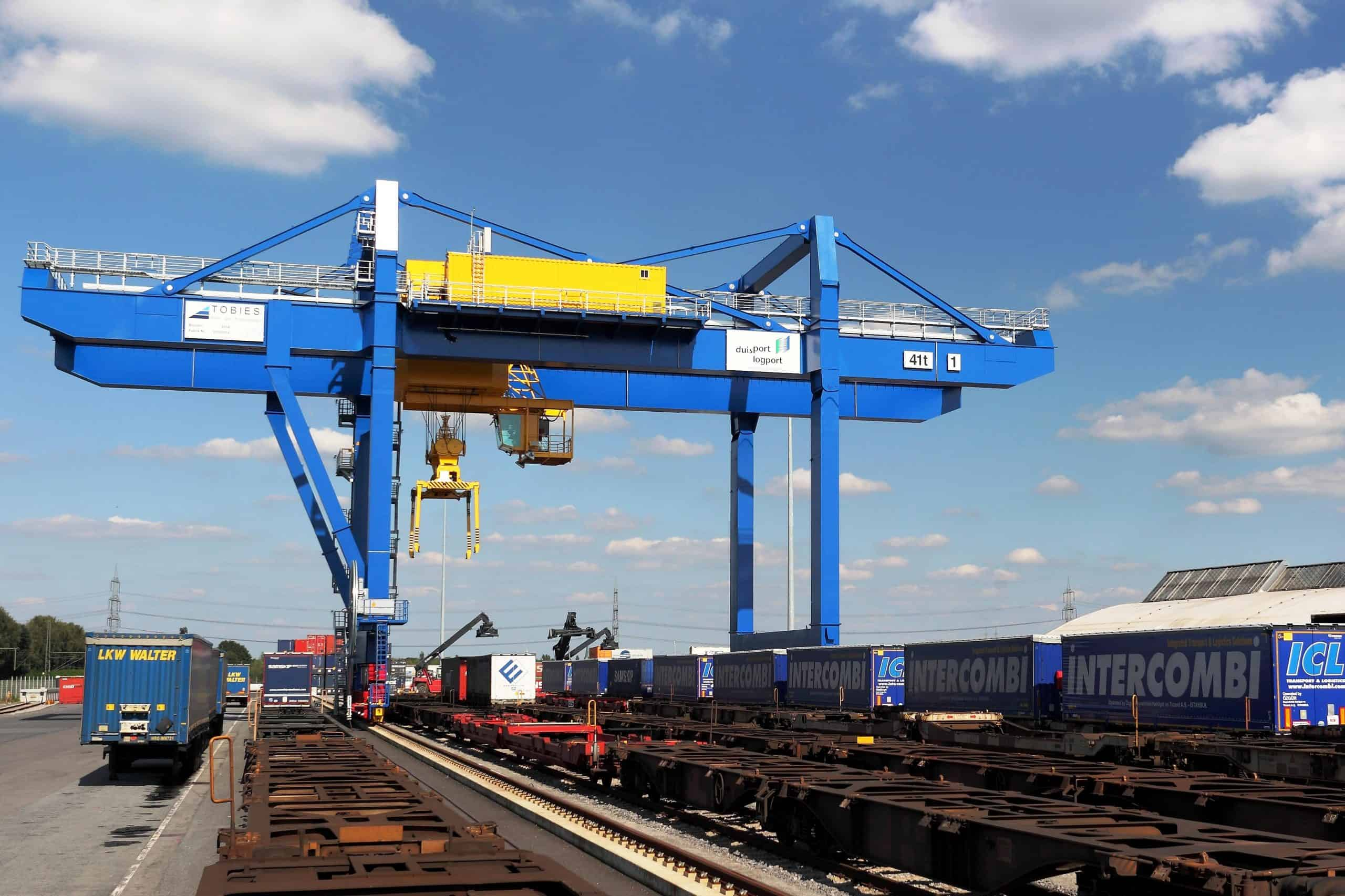 New railway crane in operation at Port of Duisburg