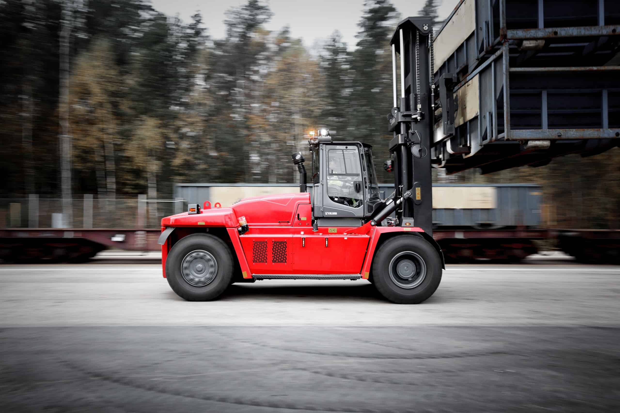 Kalmar lifts performance standards with launch of new heavy forklift