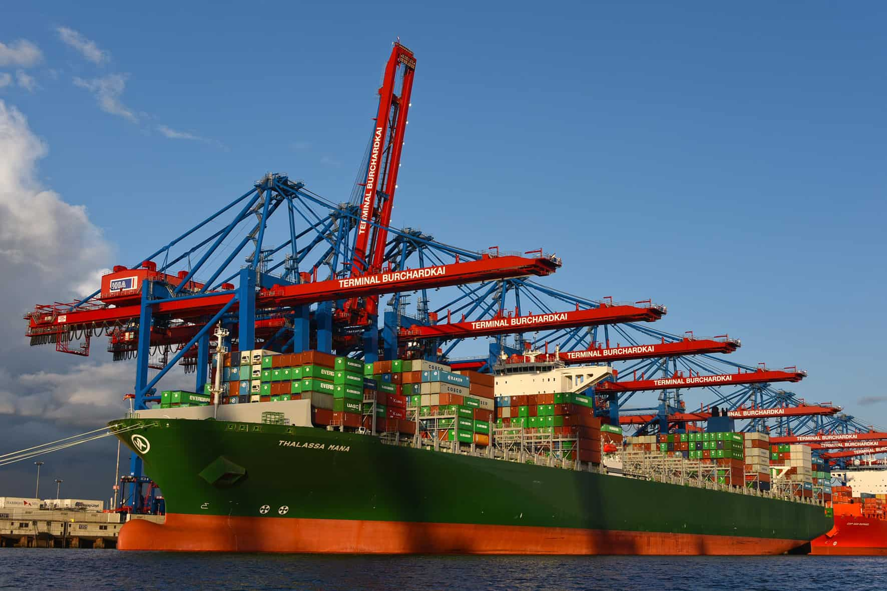 HHLA Hamburg orders three new ZPMC gantry cranes