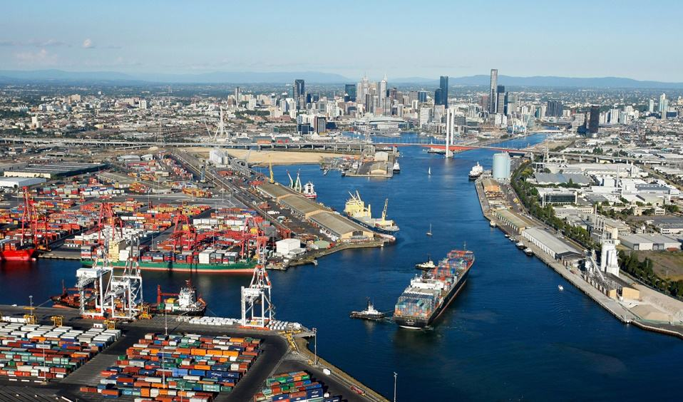 Kalmar signs new automation contract with Port of Melbourne's VICT