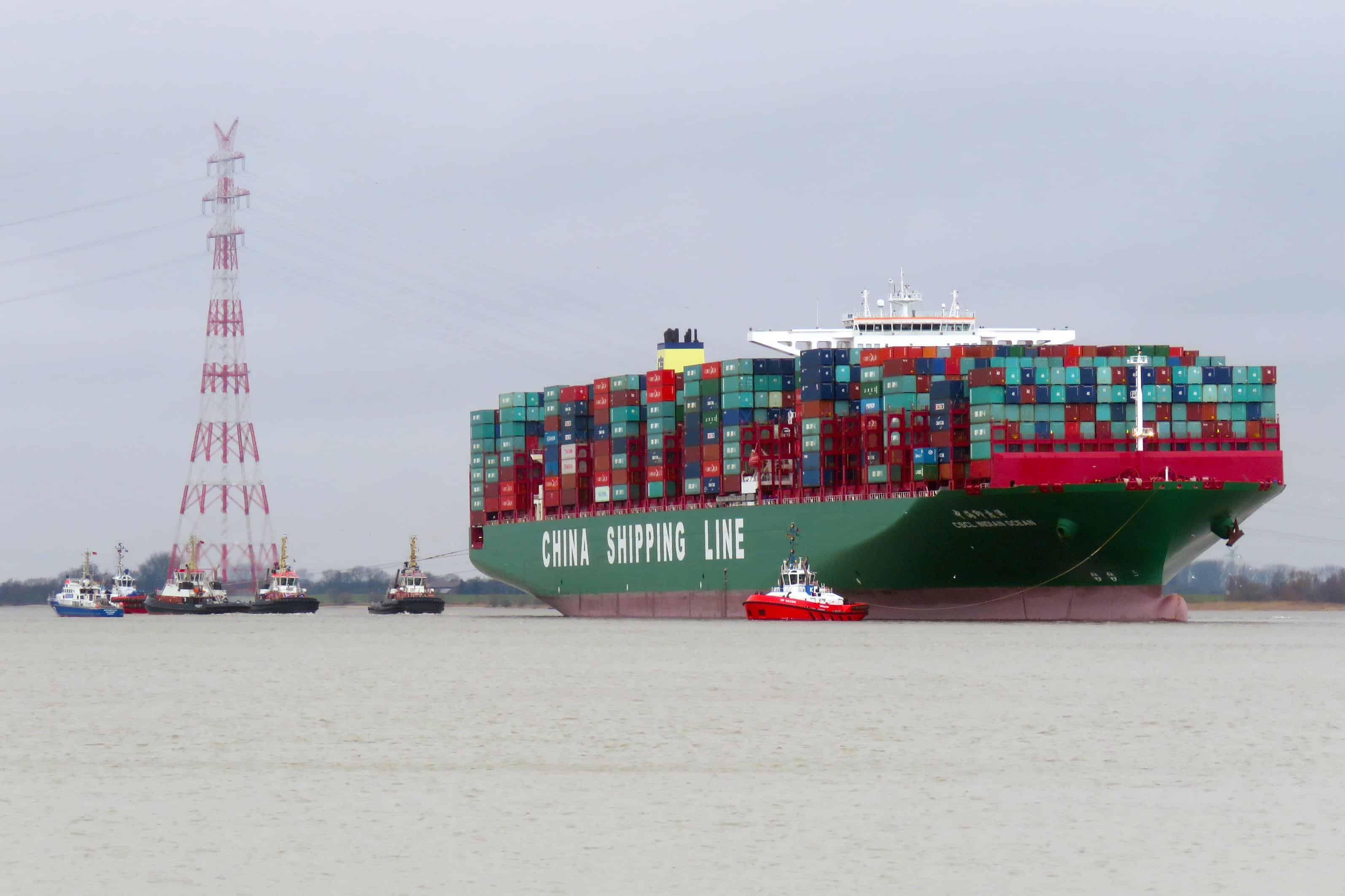 Vessel stuck on Elbe is afloat again