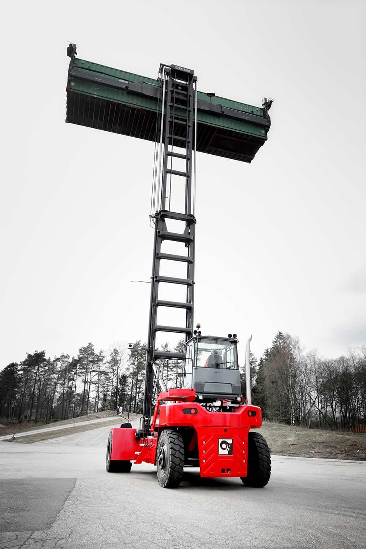 Jebel Ali orders Kalmar empty container handlers
