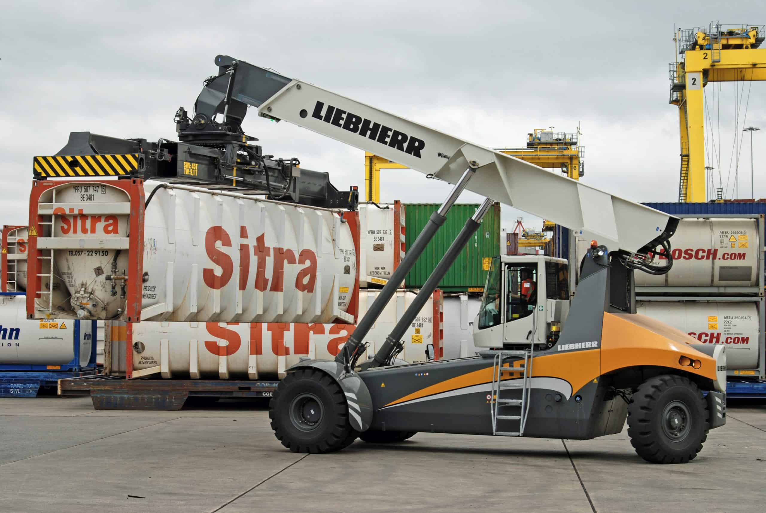 Liebherr Maritime Cranes delivers reachstaker to Dublin