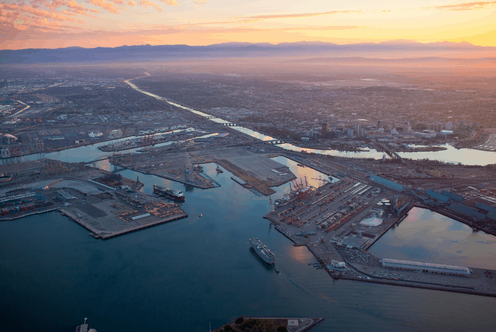 Ports of Los Angeles and Long Beach consider clean truck rate