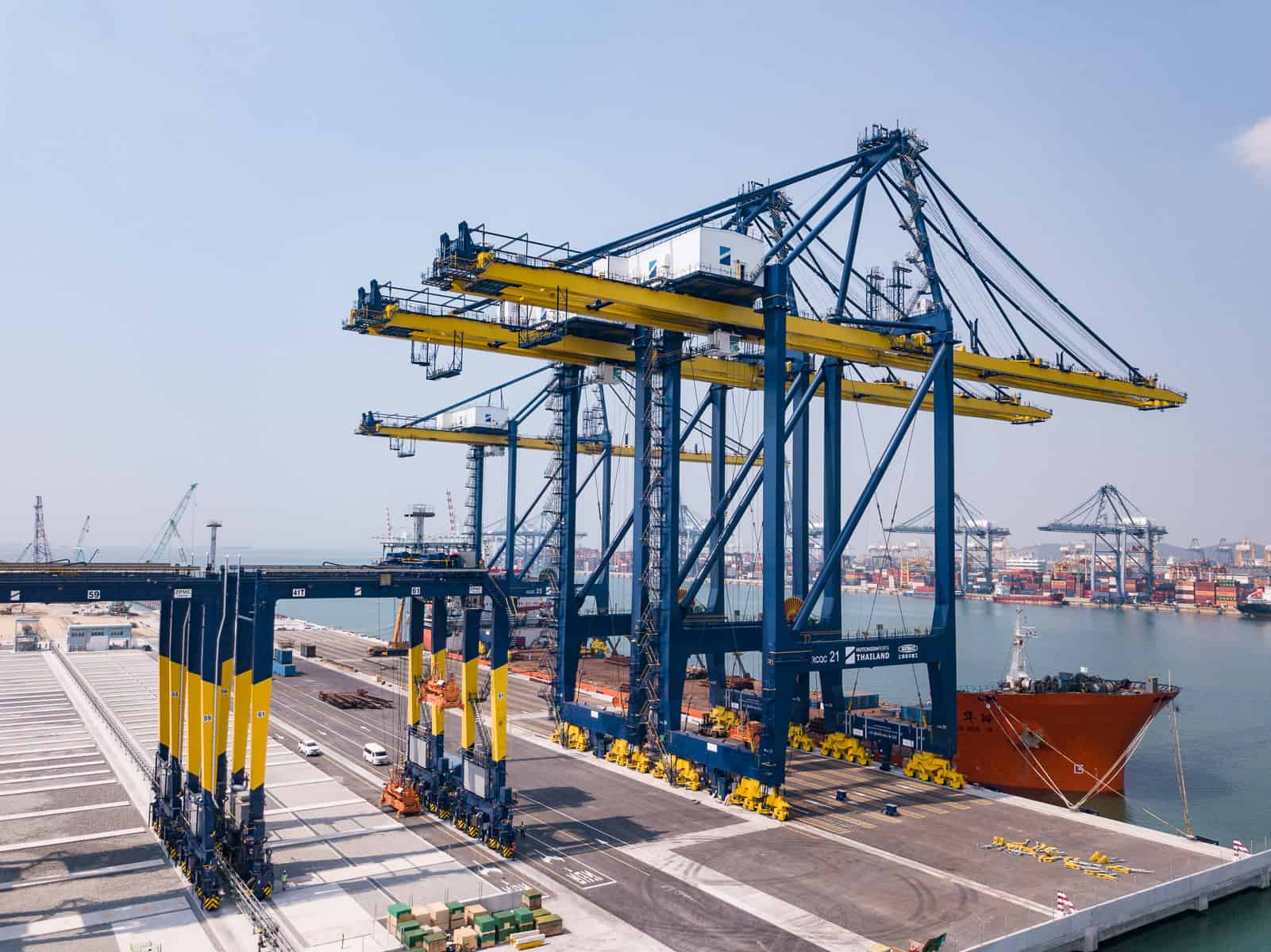 Remote-controlled cranes arrive in Laem Chabang