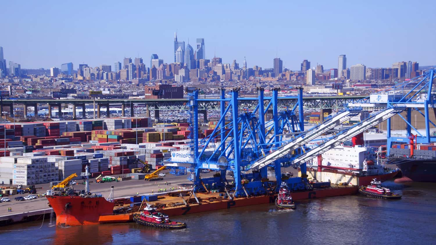 Philadelphia receives twin super post-Panamax cranes