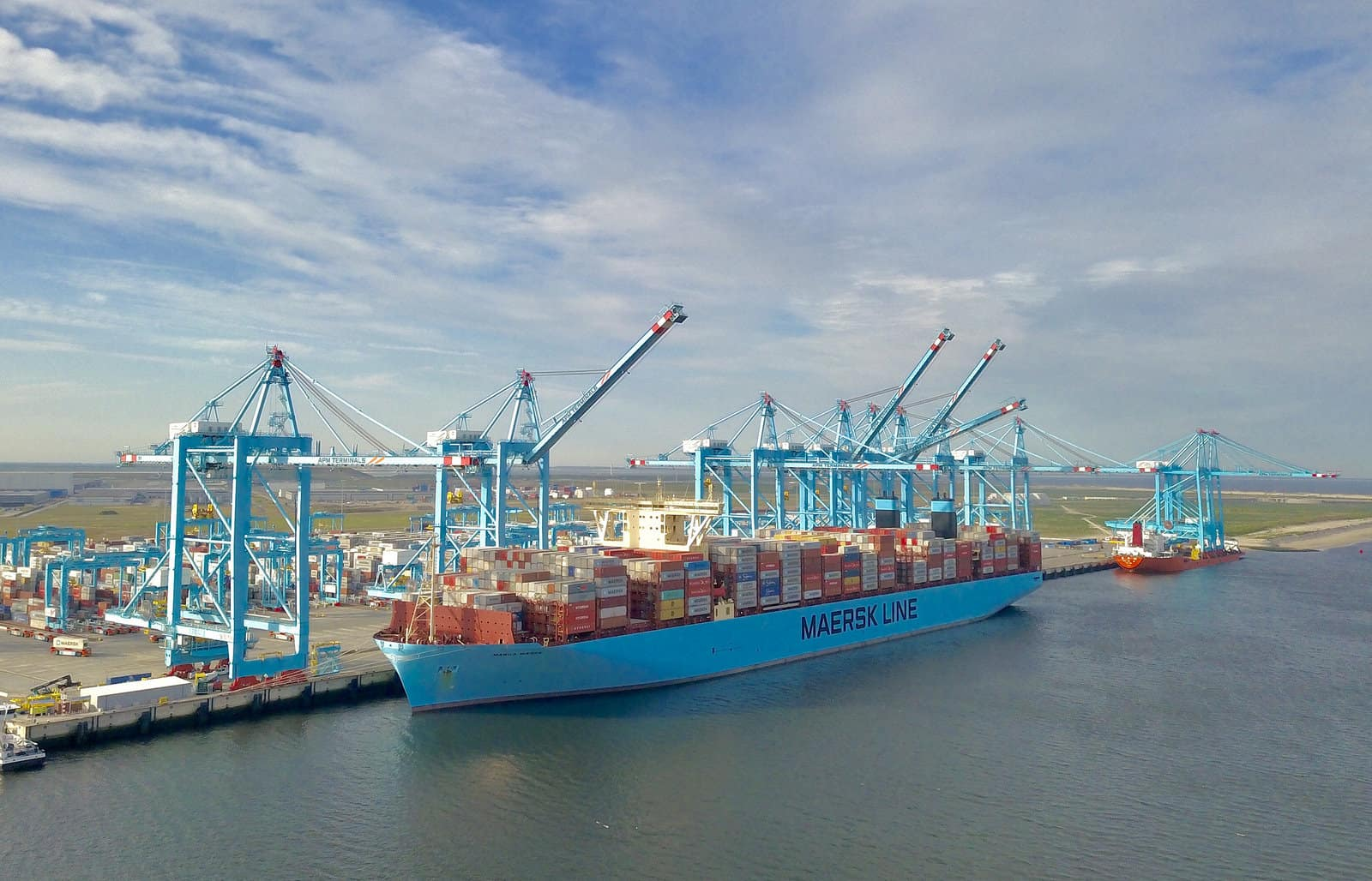 Cranes arrive in Rotterdam to boost capacity