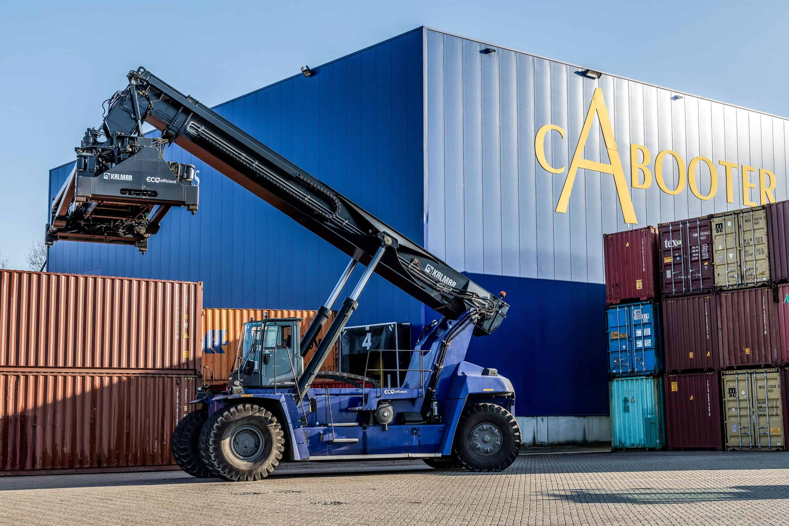 Kalmar agrees to sell its first ever fully-electric reachstacker