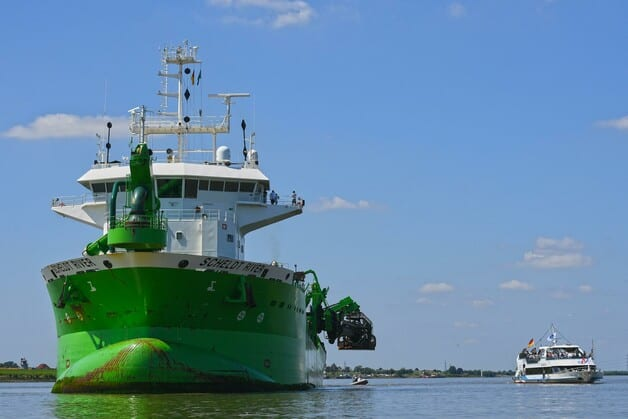 Dredging of the River Elbe begins