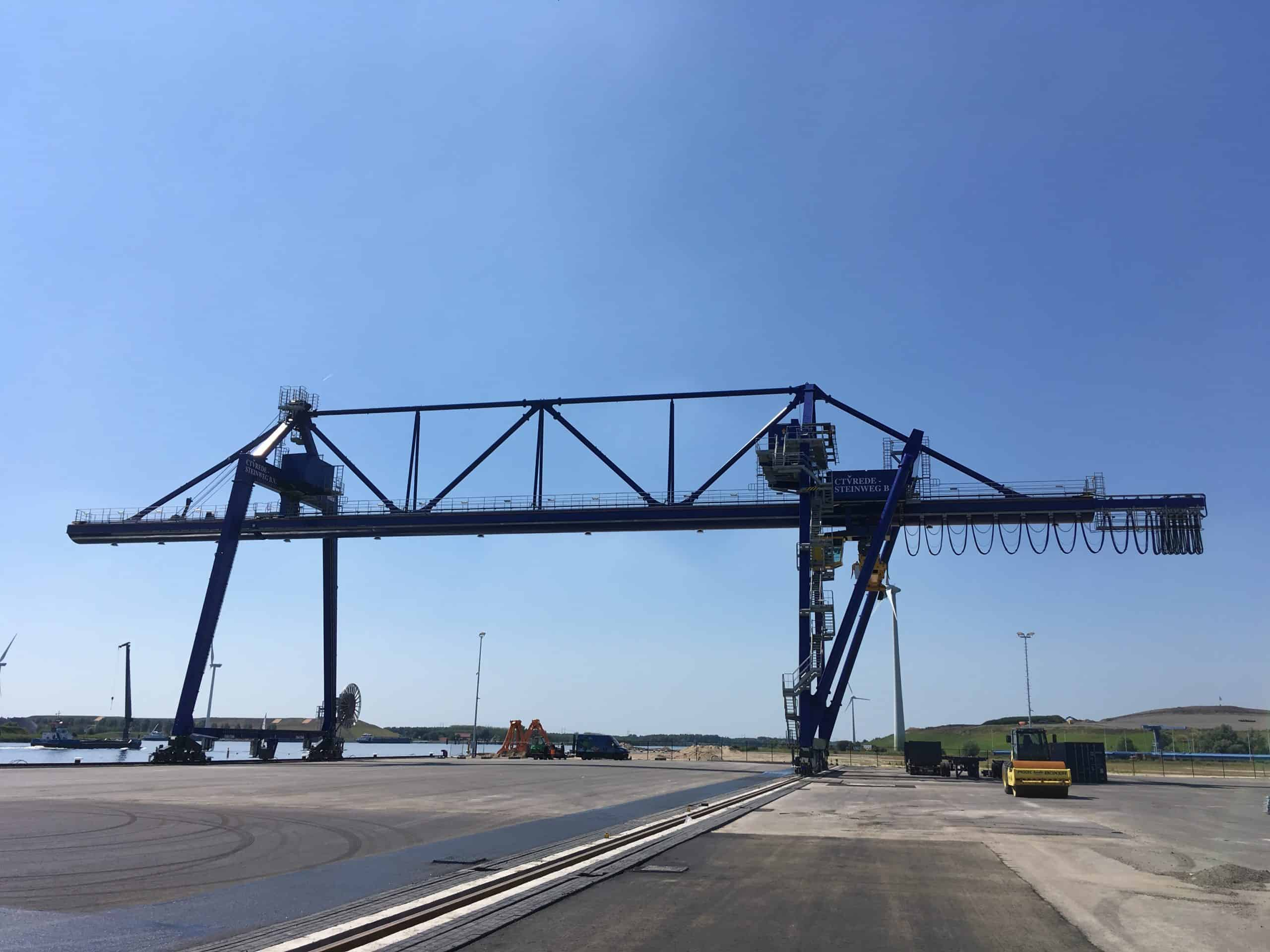 Kuenz delivers crane with lifting cantilever to the Netherlands