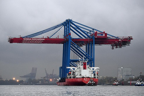 HHLA expands mega-ship capacity with three new gantry cranes for Burchardkai