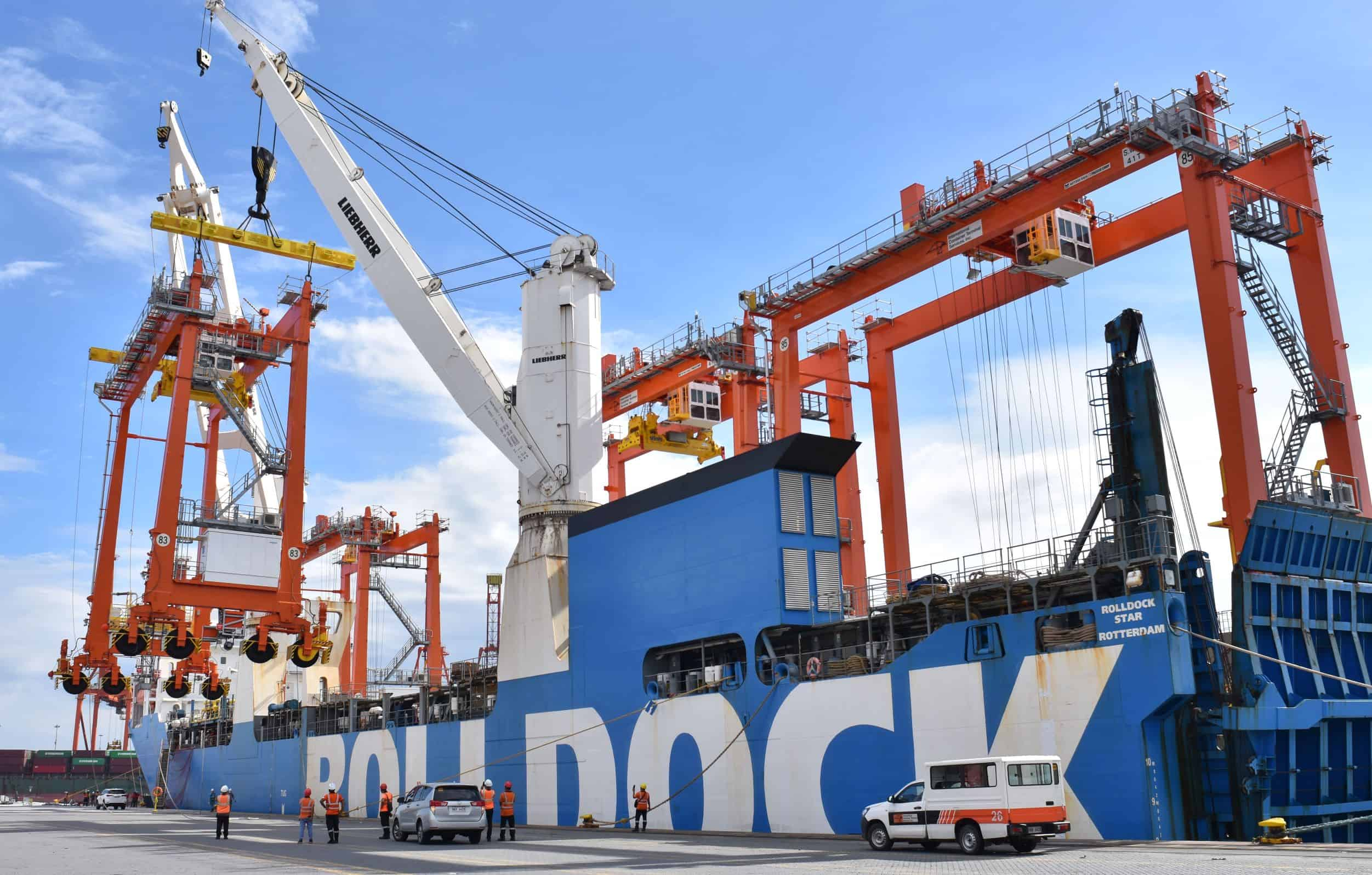 Manila International Container Terminal receives eight new hybrid RTGs