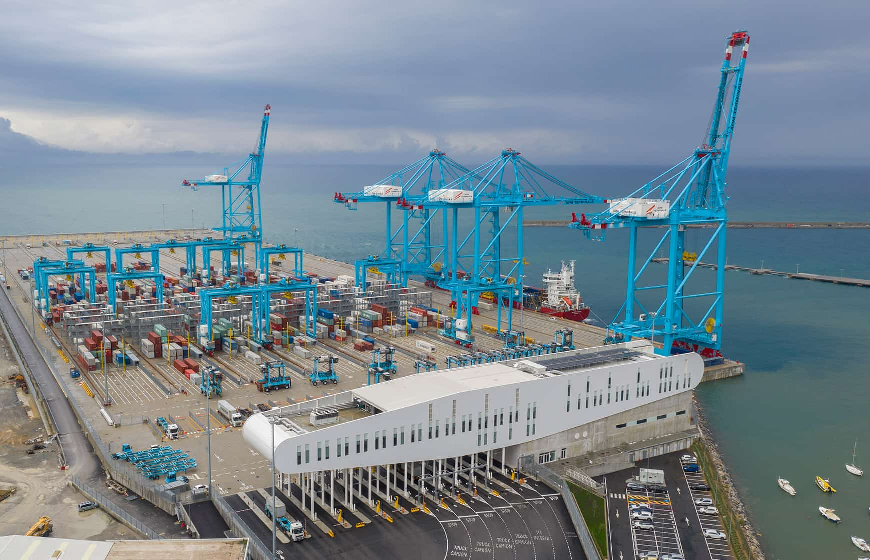 Shuttle service commences between COSCO's European hub and Vado Gateway
