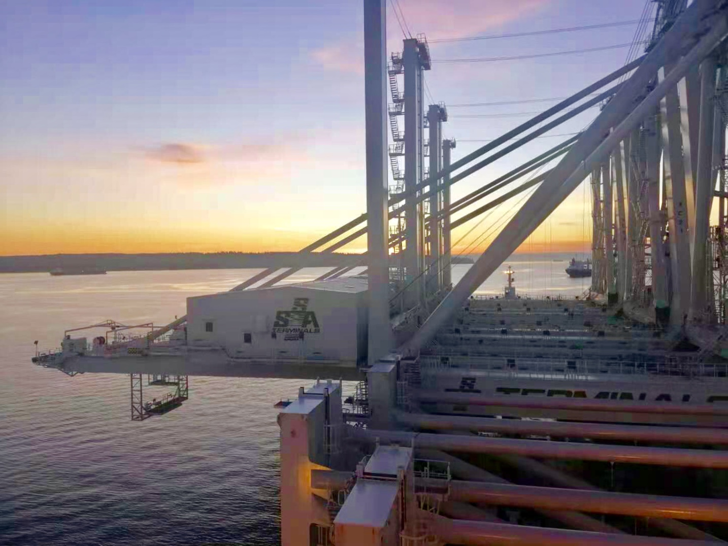 SSA invests in large STS cranes at Port of Oakland