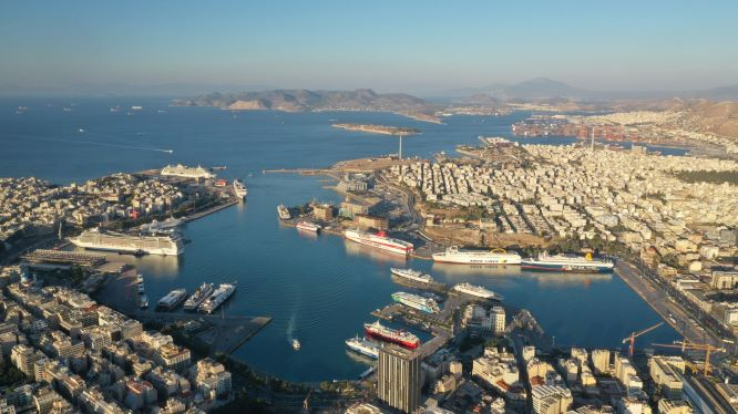 Decline in cruise shipping causes fall in revenue at Piraeus Port Authority