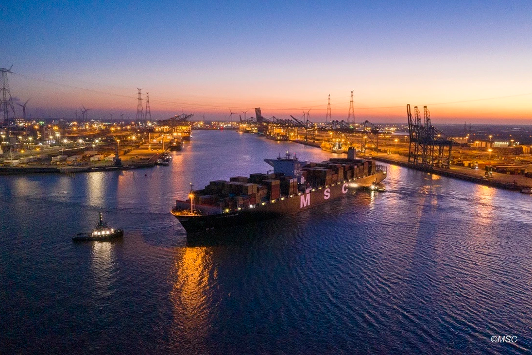 Draught record broken at the Port of Antwerp's Deurganck Dock