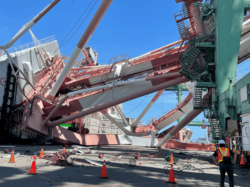 Containership veers off course and collapses gantry crane at Port of Kaohsiung